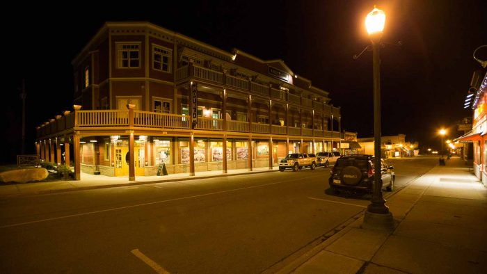 The Kaslo Hotel at night.