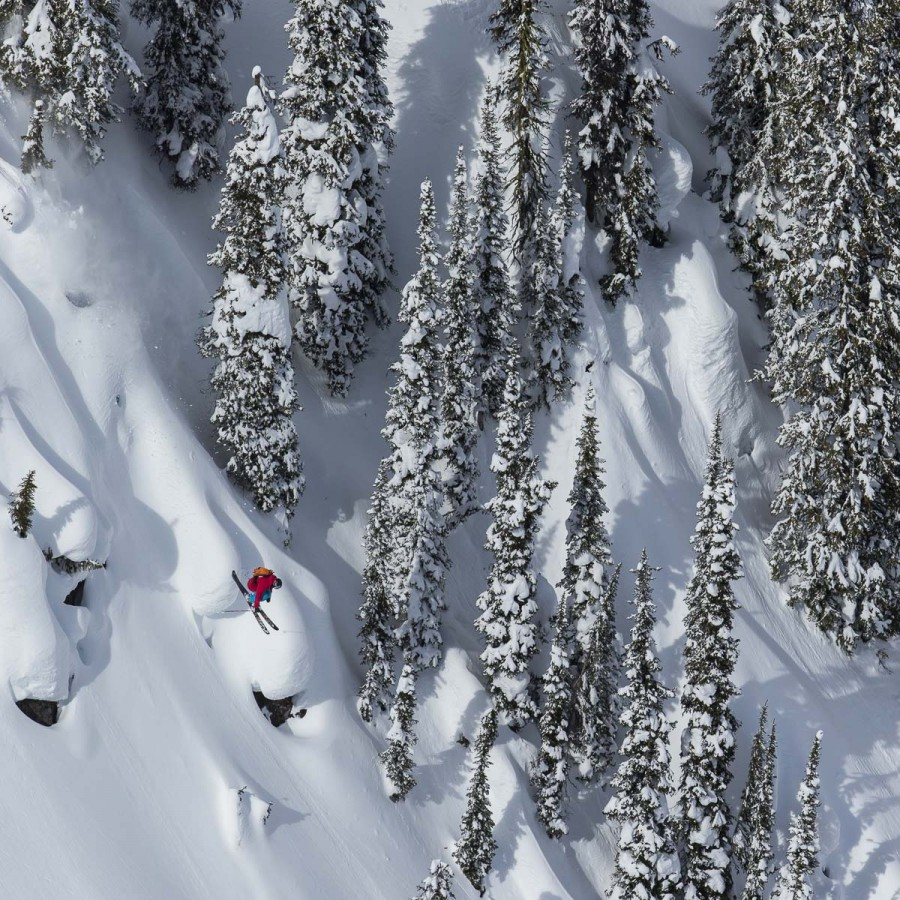Heli skiing powder in British Columbia